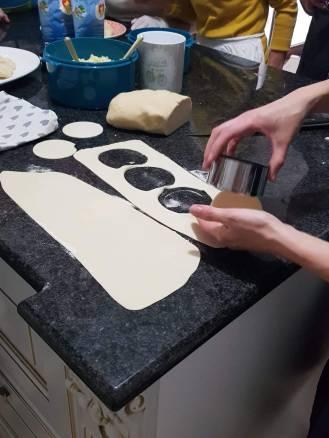 Mani in pasta